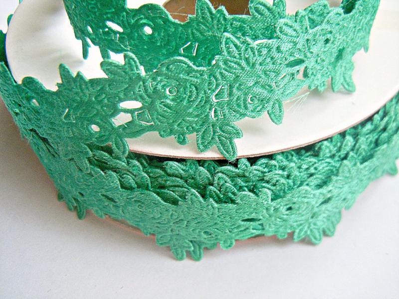 Фото Ленты,  Декоративные  тканевые  ленты . Тесьма декоративная ,атласная в розочках ,  ширина 20 мм  ,  цвет  тифани .