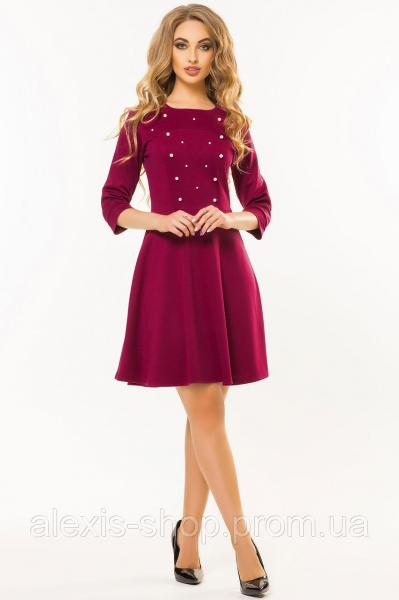 Бордовое платье с бусинами