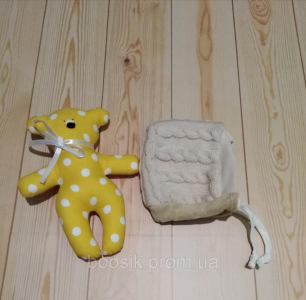 Шапочка с завязками вязаная для новорожденных персиковая