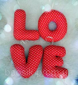 Буквы-подушки с именем красный