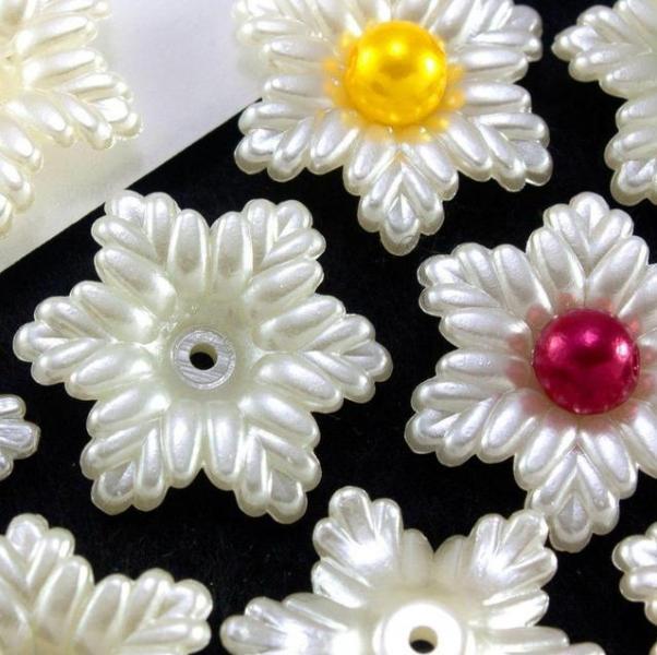Фото Серединки ,кабашоны, Кабашоны, камеи Серединка- кабашон.   22 мм.  Цветок   в  виде  снежинки  жемчужного  цвета.
