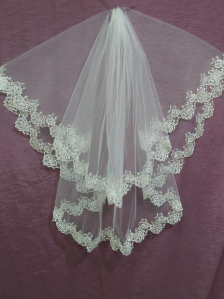 Свадебная фата айвори (бежевая) с гипюром