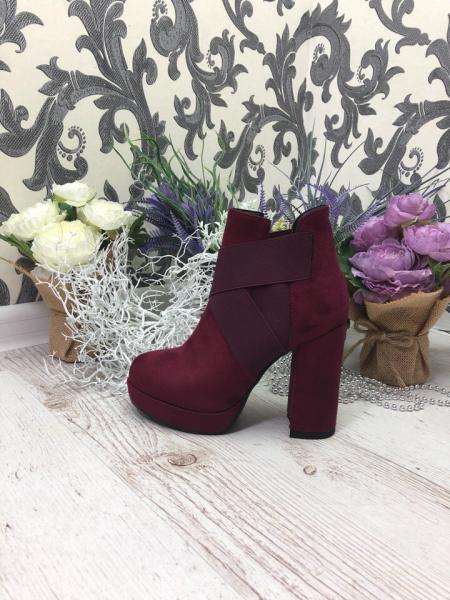 Стильные ботинки на каблуке резинка 36, марсала