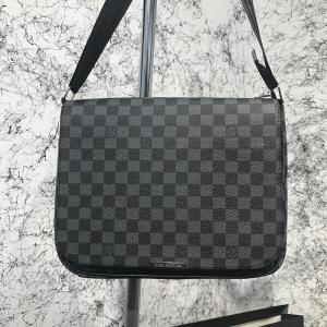 Фото Сумки Messenger Louis Vuitton District MM Damier Graphite