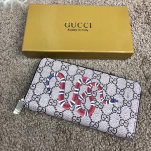 Фото Портмоне и кошельки Gucci Wallet Kingsnake GG Supreme Zip Around