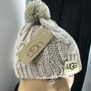 Фото  Ugg Winter Hat Knitted Pompon Chestnut
