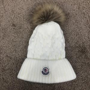 Фото  Moncler Winter Hat Knitted Pompon Milky