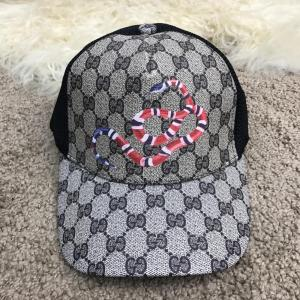 Фото Шапки, кепки Gucci Kingsnake Print GG Supreme Baseball Hat