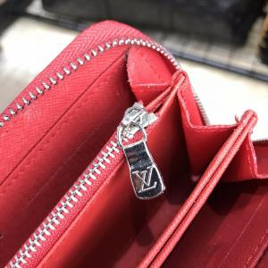 Фото Портмоне и кошельки Louis Vuitton x Supreme Wallet Zip Around Epi Red