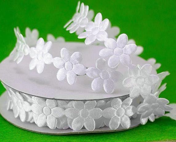 Фото Кружево ,тесьма ,сетка,резинка, Тесьма цветочная Тесьма  декоративная  цветок   ширина  18 мм.   Белого  цвета.