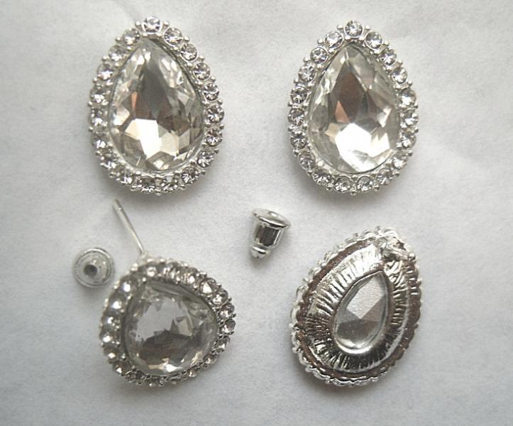 Фото Серединки ,кабашоны, Серединки с жемчугом и стразами Серьги - гвоздики  в  виде  капли  15 * 20 мм.    Цена  указана  за  пару.
