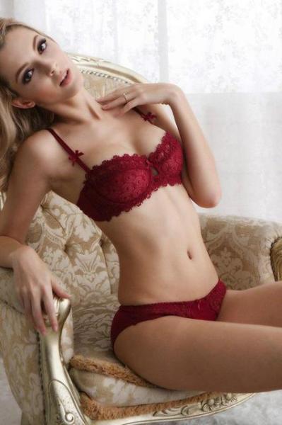 """Комплект женского кружевного нижнего белья """"Мягкая чашка"""" красный размер 75ВС, 80ВС"""
