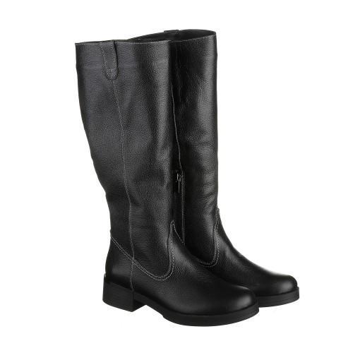 Кожаные сапоги черного цвета на низком каблуке