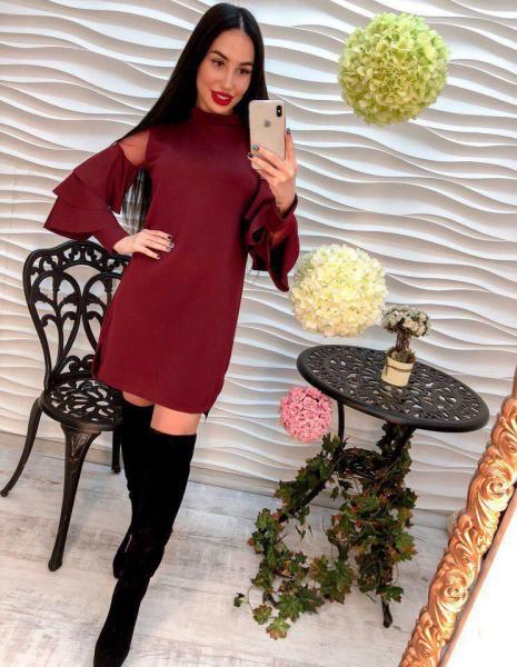 Стильное бордовое женское платье.