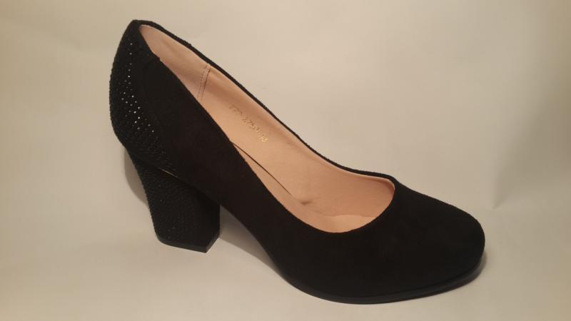 Женские туфли из экозамши на невысоком каблуке.