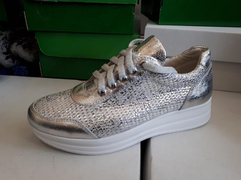 Женские кожаные кроссовки серебро. Украина