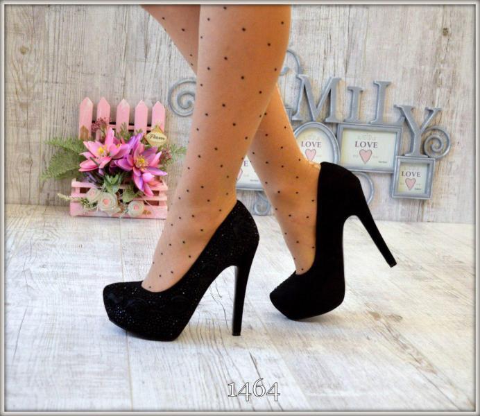 Женские вечерние туфли со стразами.