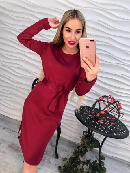 Стильное бордовое женское трикотажное платье.