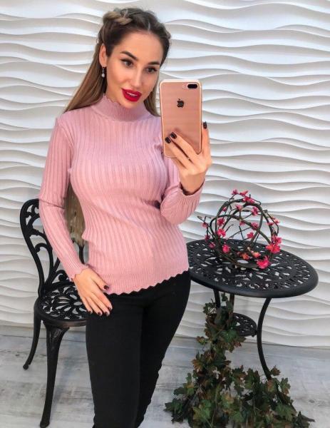 Женский розовый вязаный свитер .