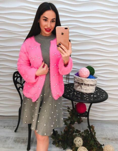 Розовая ангоровая кофта с жемчугом
