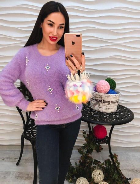 Теплый фиолетовый ангоровый свитер с стразами.