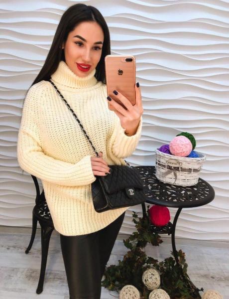 Теплый белый женский свитер крупная вязка..