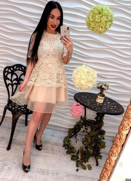 Кружевное  женское платье.
