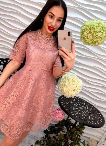 Кружевное  женское платье пудра.