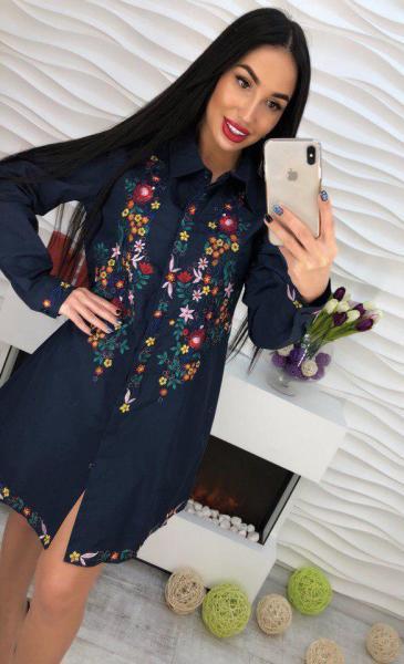 Котоновое  платье с вышивкой синее.