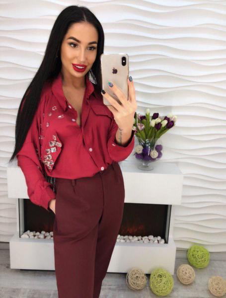 Красивая женская рубашка -блуза бордового цвета.