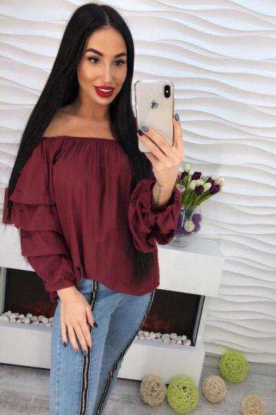 Стильная бордовая блузка.