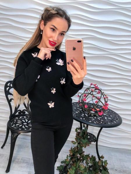 Стильный черный женский свитер с аппликацией 3Д.