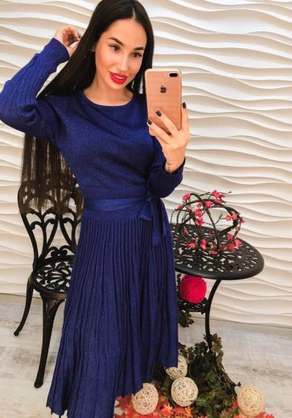Женское элегантное синее платье.