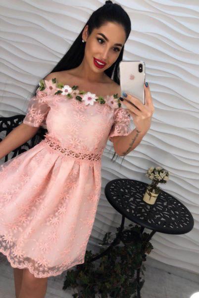 Платье розовое с открытыми плечами креп-шифон.