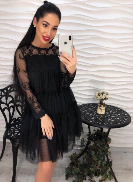 Стильное черное платье из шифона.
