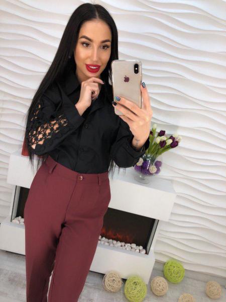 Красивая женская рубашка с кружевом черная.