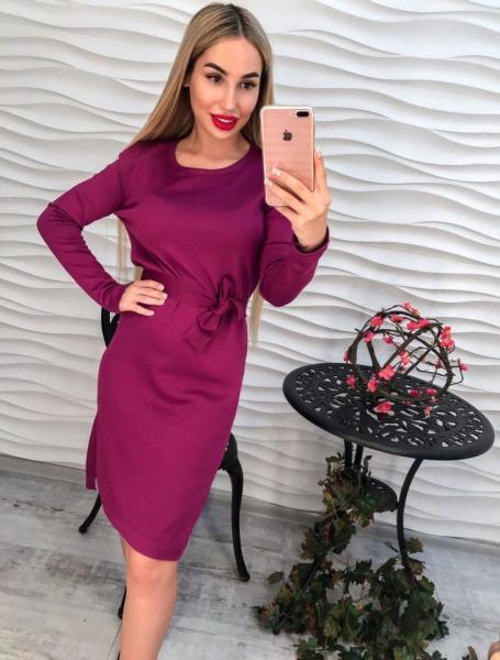 Стильное фиолетовое женское трикотажное платье.
