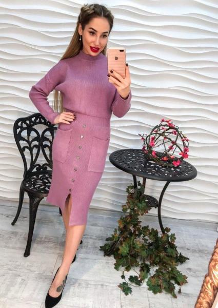 Стильное женское вязаное платье.