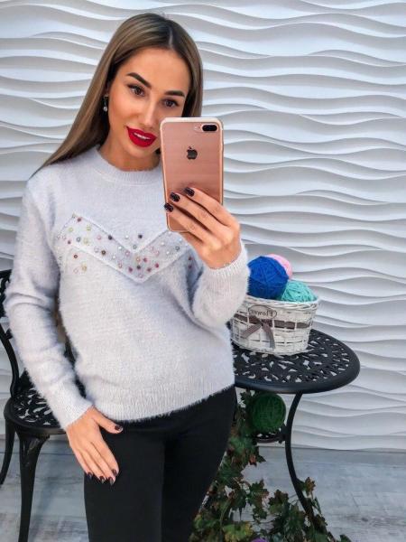 Стильный теплый свитер с ангорки с разноцветным жемчугом.