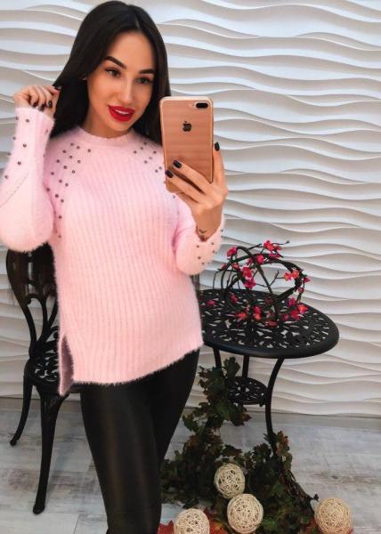Теплый розовый свитер с ангорки.