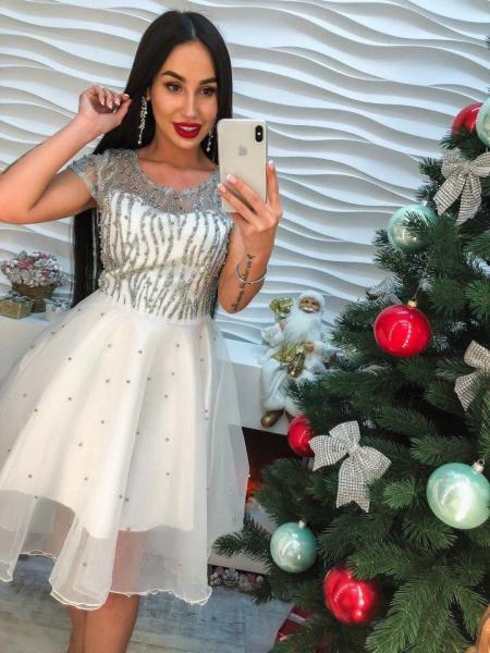 Очень красивое женское платье с жемчугом.