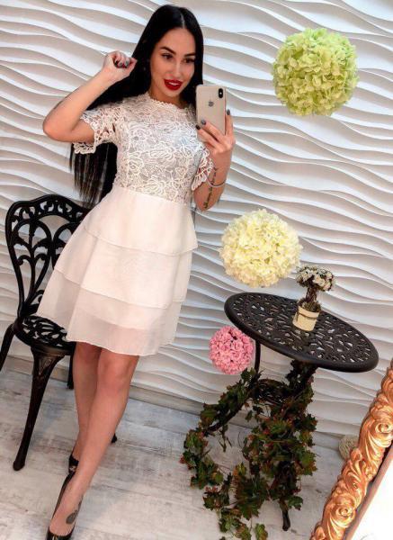 Женское белое платье из креп-шифона.