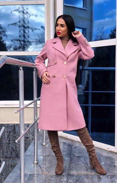 Стильное розовое женское кашемировое пальто.
