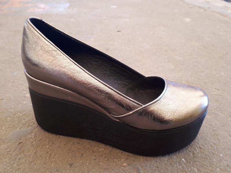 Кожаные туфли на танкетке Glam. Украина