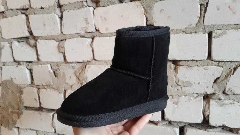 Угги модные детские замшевые чёрные.