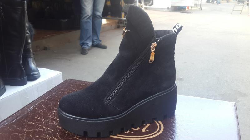Модные замшевые ботинки на толстой подошве. Украина