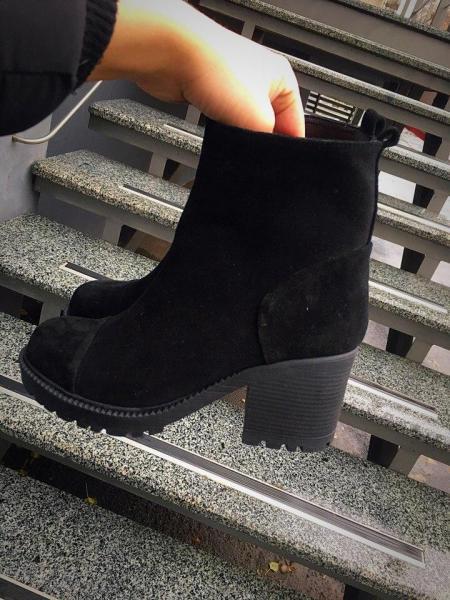 Женские зимние замшевые ботинки. Украина