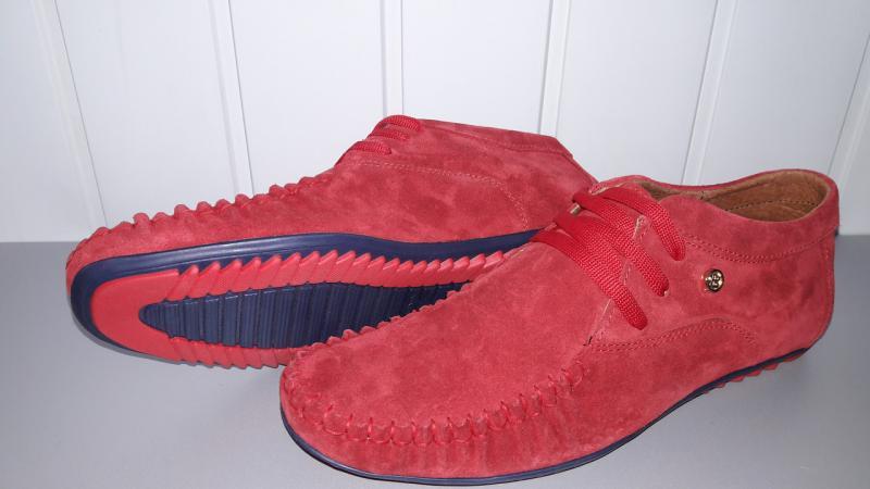 Мужские замшевые мокасины на шнурках красного цвета. Украина