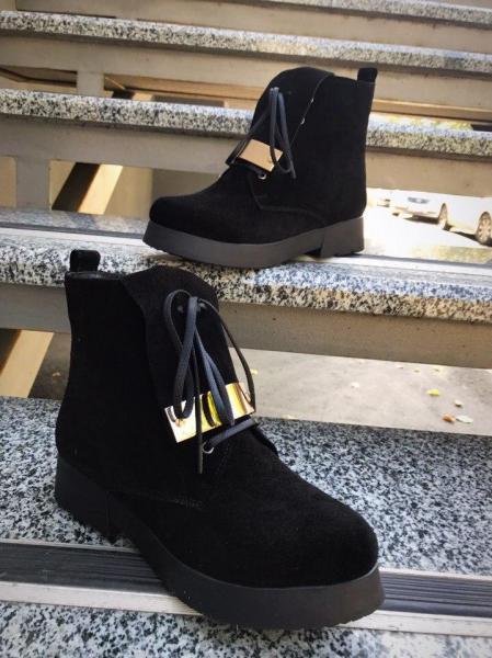 Женские замшевые демисезонные ботинки. Украина.