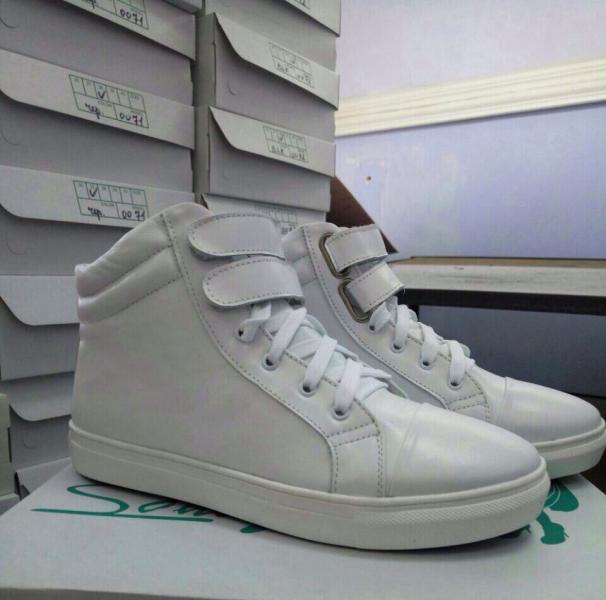 f708052a Кеды кожаные женские! Украина - цена 950 грн./шт. - Купить в Харькове , (Женская  обувь, Обувь больших размеров, Ботинки)